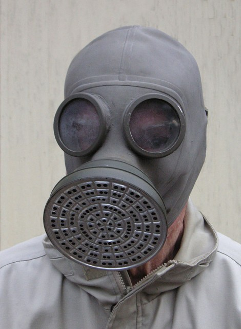 640px-1930s_gas_mask