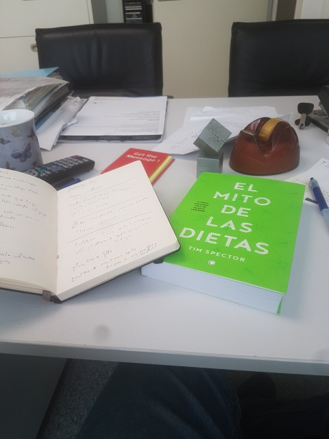 Un libro para ir anotando al lado.